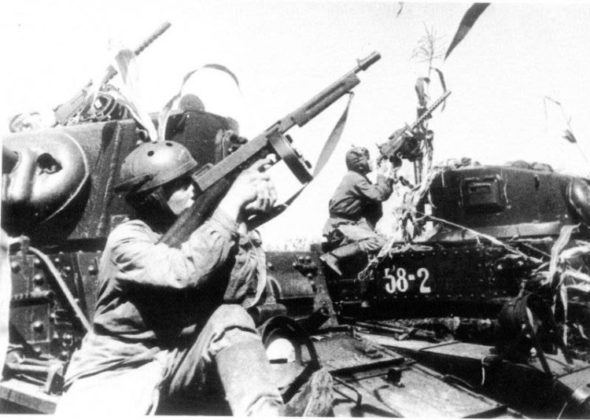 Tanks_Tommies_and_a_Browning