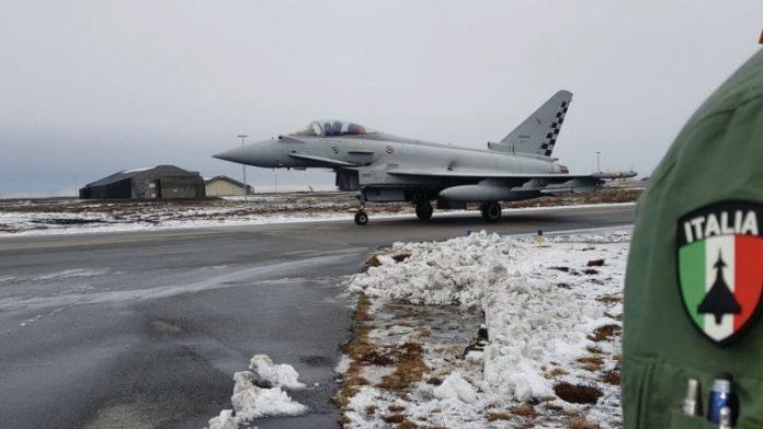 Истребитель Eurofighter Typhoon ВВС Италии в Кефлавике // Источник: NATO