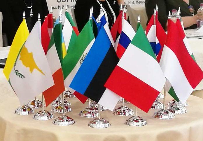 Флаги стран-участниц на заседании Совета ВАРП // Источник: tribuna.ee (Р. Денисов)