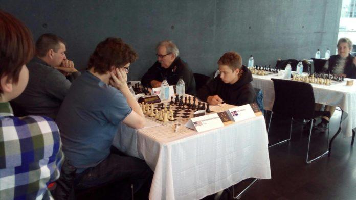 Кирилл Золотуский (справа) на турнире FIDE в Исландии // Источник: Тимофей Золотуский