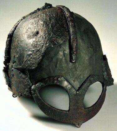 Шлем из ��е�м�ндб� (���о�и�е�кий м�зей �о�вегии в ��ло)