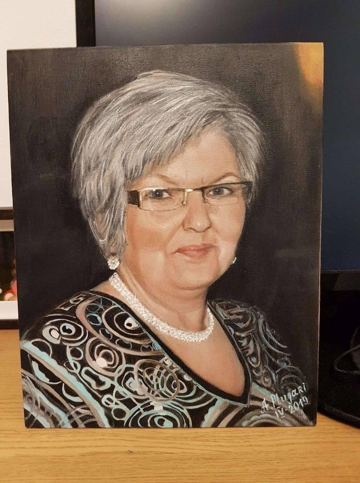 А.Плугари. Портрет женщины. Фото из личного архива художницы