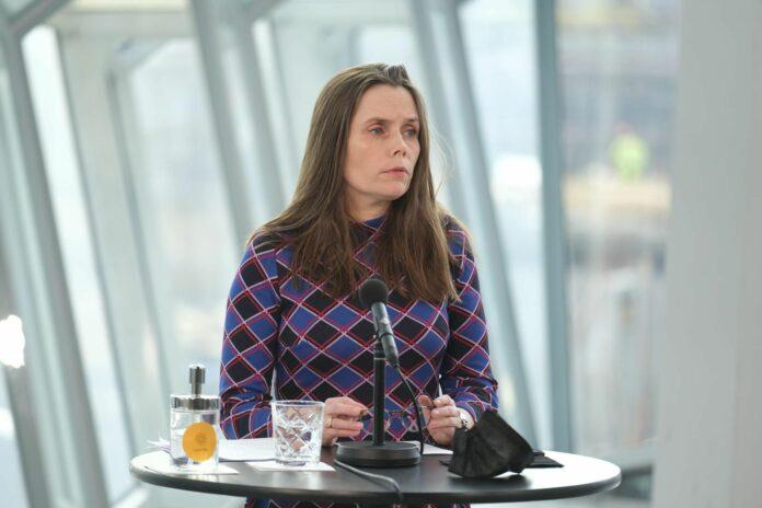 Катрин Якобсдоттир, премьерминистр Исландии на брифинге в Харпе 24 марта 2021 г.mbl.is/ Кристинн Магнуссон